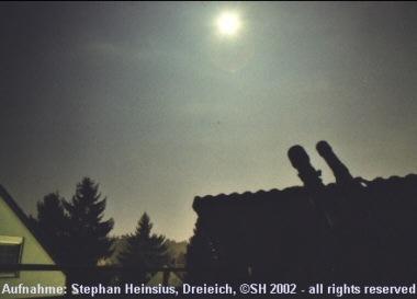 Teleskope im Mondlicht