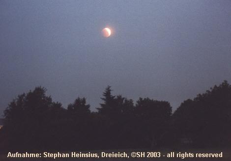 Mondfinsternis über dem Feld