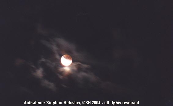 Partielle Mondfinsternis in Wolken