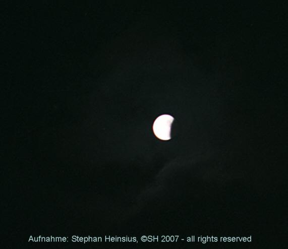 Mondfinsternis und Wolken
