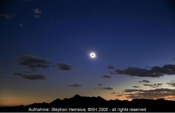 Totale Sonnenfinsternis über der Wüste Gobi