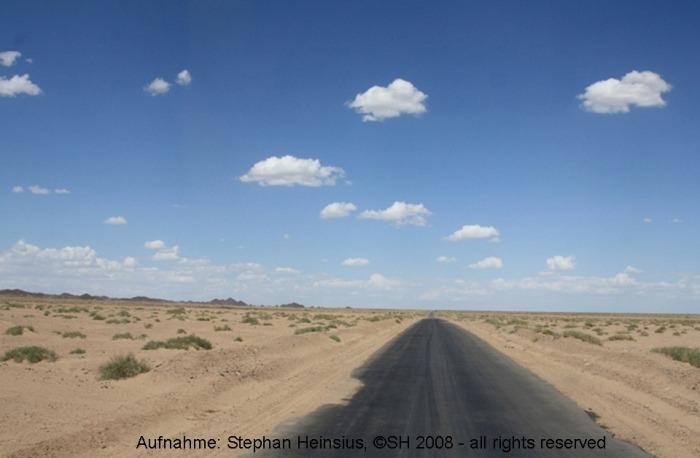 Straße in die Wüste Gobi