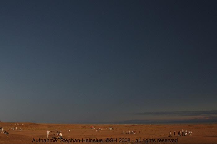 Abziehender Mondschatten über der Wüste Gobi