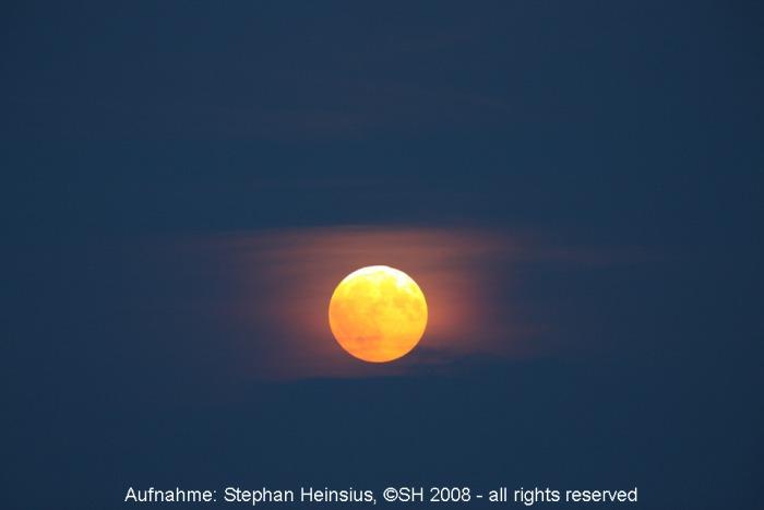 Mond im Halbschatten